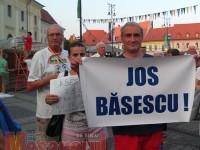 Zeci de sibieni au protestat, pentru a doua zi consecutiv, împotriva întoarcerii lui Traian Băsescu la Cotroceni | FOTO