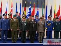 """Şefii NATO au """"luat cu asalt"""" Sibiul. Ceremonie militară în Piaţa Mare"""