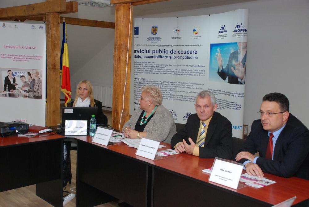 Conducerea AJOFM Sibiu și reprezentanții partenerilor instituției au prezentat, astăzi, proiectul, într-o conferință de presă
