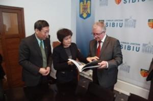 Prietenie strânsă între Sibiu şi China