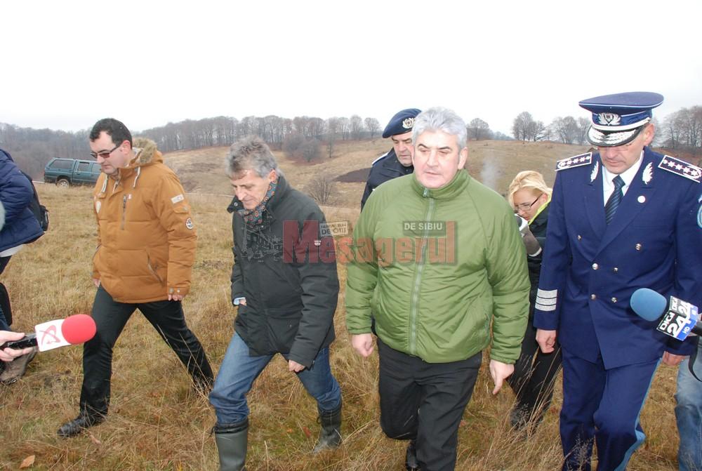 Ministrul Mircea Dușa și vicepremierul Gabriel Oprea au sosit la locul accidentului la scurt timp după prăbușire