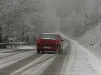Lapoviţă şi ninsoare, polei și vreme deosebit de rece în toată țara