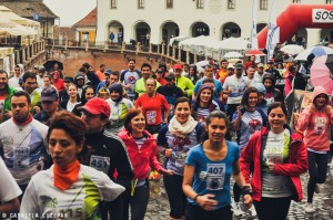"""Fundația Comunitară Sibiu ilustrează pasiunea pentru alergare și filantropie în expoziția foto """"SemiMaraton 2014"""""""