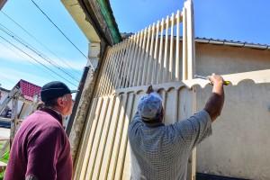 Atelier tradiţional la Târnăvioara-Cinci porți de lemn au fost reconstruite sau reabilitate