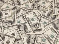 Dolarul a pierdut 7,5 bani dintr-un vot