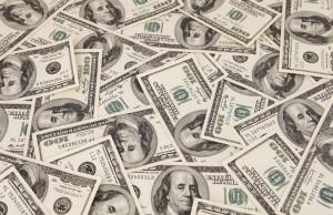 Dolarul a crescut cu cinci bani