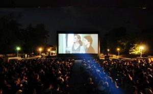 Caravana Metropolis – cel mai mare cinematograf în aer liber din România – în Piața Mică din Sibiu