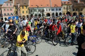Cu ajutorul Hornbach şi AIOS, trei şcoli din Sibiu vor avea de săptămâna viitoare parcări pentru biciclete