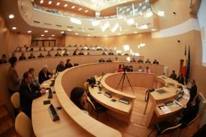 Ne ard la buzunare! -Primarii, viceprimarii, președinții și vicepreședinții Consiliilor Județene ar putea primi și ei pensii speciale