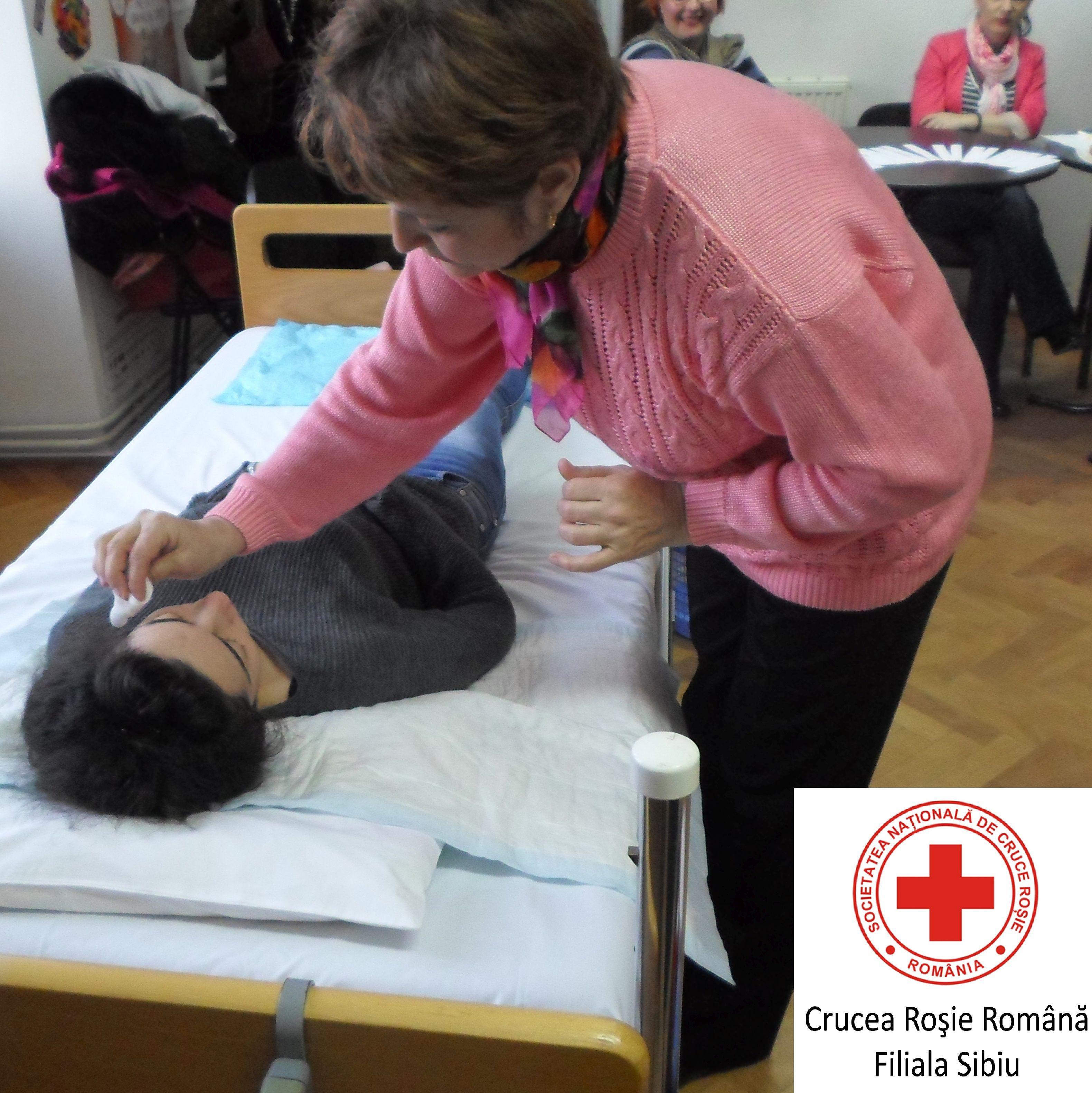 Cursuri de îngrijire a vârstnicilor la domiciliu, organizate de Crucea Roșie Sibiu