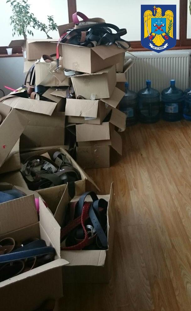 Mărfuri contrafăcute, confiscate de polițiștii sibieni. Prejudiciul este estimat la 430.000 de lei
