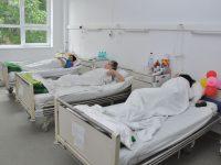 Vizitatorii nu mai sunt bineveniți la Spitalul Județean! O secție a fost restricționată total, restul au program redus