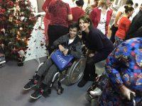 """Carmen Iohannis, """"Moş Crăciun"""" pentru copiii cu probleme"""