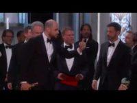 """VIDEO OSCAR 2017 """"Moonlight"""", cel mai bun film, după ce premiul a fost atribuit greşit de Warren Beatty/ """"La La Land"""", Oscar pentru regie/ Emma Stone şi Casey Affleck, cei mai buni actori în rol principal"""