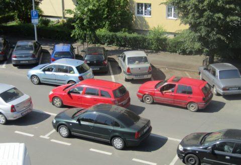 """Revoluția parcărilor în """"zona militarizată"""" a Sibiului"""