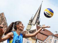 Șase zile pline de beach volleyball în Piața Mică