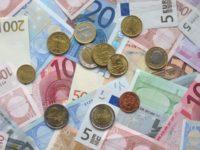 Euro a scăzut cu jumătate de ban