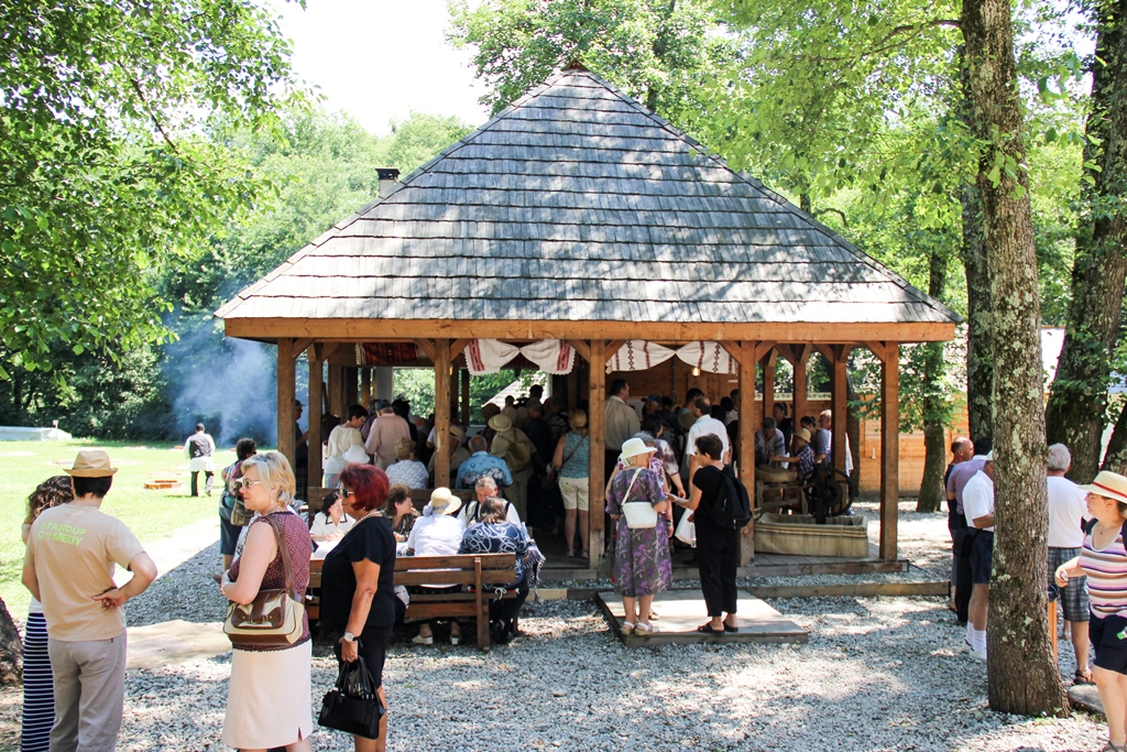 "Caravana ""Produs în Hunedoara"" ajunge la Muzeul ASTRA"