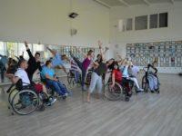 Ateliere de dans pentru persoanele cu dizabilități, la o școală din Sibiu