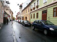 MOFT sau necesitate? Primăria sparge asfaltul impecabil de pe strada unde a copilărit Iohannis și îl înlocuiește cu pavaj