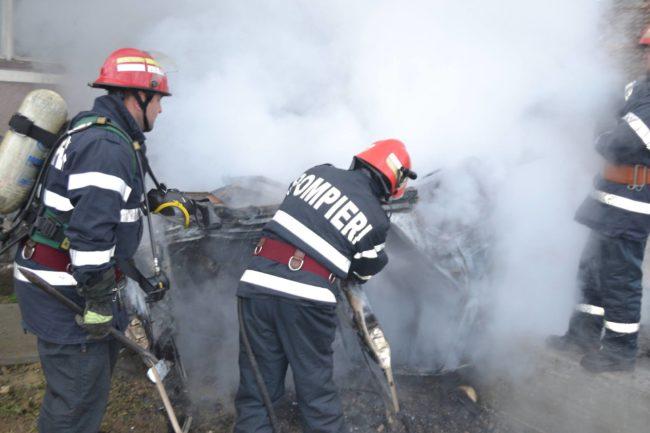 Locuința unei familii din Sibiu a ars dintr-o joacă de copii!