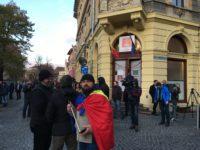 Dragnea și ai săi – la Hilton în timp ce sibienii îi huiduiau în fața sediului PSD Sibiu   VIDEO DECLARAȚII ÎN EXCLUSIVITATE