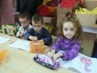 Ghiozdane și rechizite pentru copiii din Coveș | GALERIE FOTO
