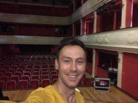 """Radu Nechifor cântă la gala umanitară """"Credem în tine"""""""