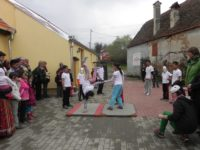 Terapie prin artă pentru copiii din Roșia