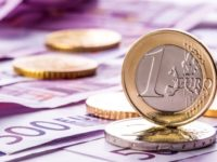 Doi bani despart euro de 4,7 lei | ANALIZĂ