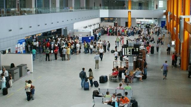Scăpăm de înghesuiala din Aeroport! Spaţiile de aşteptare din terminalele de plecări se vor dubla