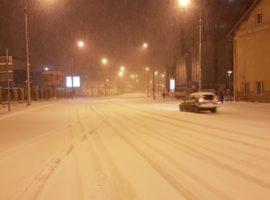 Strat de zăpadă de peste 10 centimetri pe străzile Sibiului