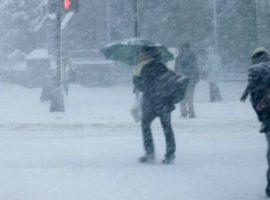 Lapoviţă, ninsoare, polei şi vreme deosebit de rece în toată ţara