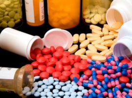Ministerul Sănătăţii amână până la 1 septembrie recalcularea preţurilor la medicamente