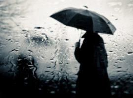 Ploi, descărcări electrice şi grindină în următoarele zile. Când se va ameliora vremea