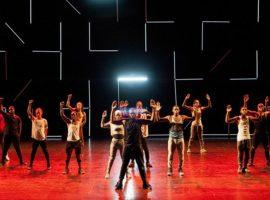 """""""American Dance Show"""", un spectacol de dans creat de Peter Sellars (care va primi și o stea pe Aleea Celebrităților în 2018) și Reggie (Regg Roc) Gray, împreună cu The Flex Community."""
