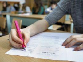 Elevii de clasa a VIII-a termină vineri cursurile; luni – prima probă a Evaluării Naţionale