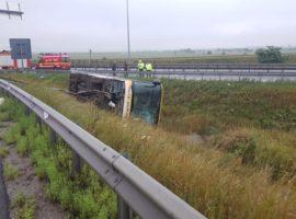 Trei femei au rămas internate după accidentul de pe A1
