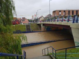 Cibinul a depășit cota de inundație! Forțele de ordine ridică DIGURI în municipiul Sibiu