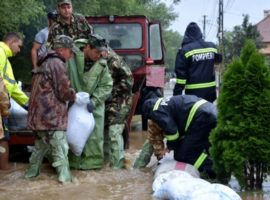 Studenți și militari din garnizoana Sibiu au acționat pentru sprijinirea populației afectate de inundații