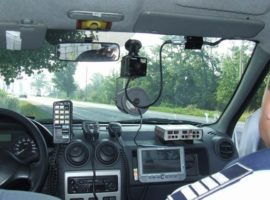 Deputaţii au decis. Maşinile de poliţie dotate cu radar, semnalizate din timp prin panouri