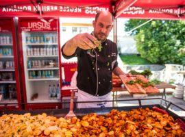 Patru tineri bucătari sibieni se vor întrece în finala Concursului European Young Chef Award din 19 august, în Piața Mare