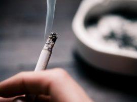 La ce riscuri sunt expuși copiii cu părinţi fumători