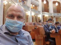"""Linişte în Parlament. """"Mascaţilor"""" li s-a închis gura"""