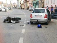 Motociclist lovit în plin la intersecția Bieltz-Cimitirului | FOTO