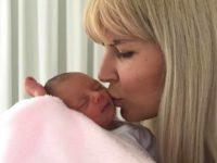 Prima poză din închisoare cu Elena Udrea și fetiţa ei