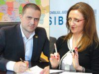 Ministrul Turismului, Bogdan Trif, și președintele Consiliului Județean Sibiu, Daniela Cîmpean