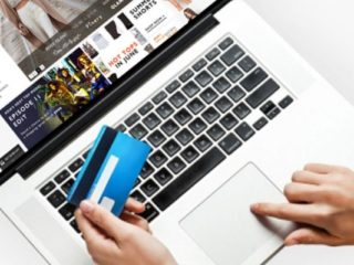 Din ce în ce mai mulți români fac cumpărături online