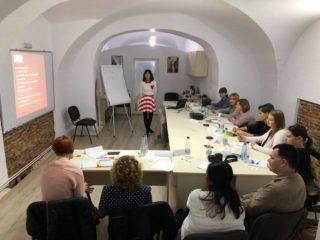 Curs de creativitate și scriere creativă, susținut de Anca Ghinea la Sibiu