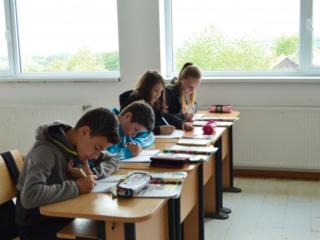 Elevii şi preşcolarii au început cursurile semestrului al doilea